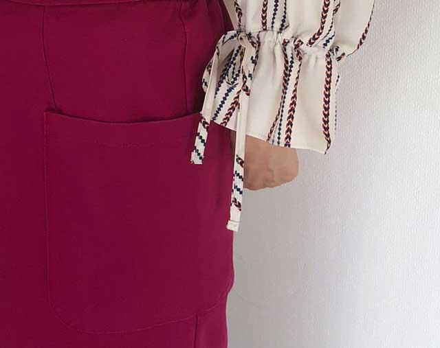 アイテムボックス6箱目で届いたブラウスの袖口リボンと、タイトスカートの大きなポケットの拡大写真