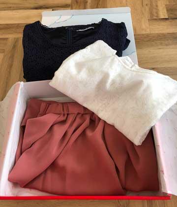 エアークローゼットのアイテムボックス1箱目で届いた洋服の写真