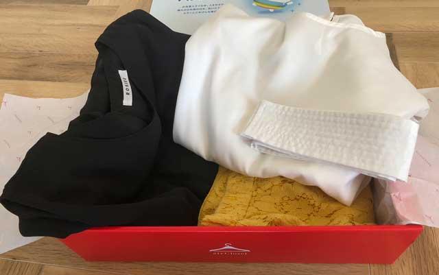 エアークローゼットのアイテムボックス2箱目で届いた洋服の写真