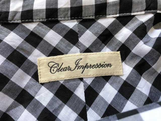 エアークローゼットの4箱目で届いたチェックのシャツブラウスのブランド「CLEAR IMPRESSION」のタグ写真