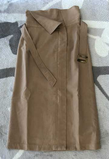 エアークローゼットの5箱目で届いたベージュのラップ風スカートの写真