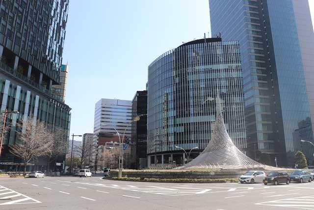 名古屋駅の桜通口前のモニュメントの写真
