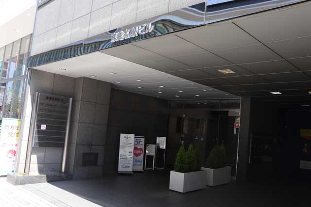 パーティーパーティー名古屋ラウンジ・IBJメンバーズ名古屋店の入る東進名駅ビルの入口写真
