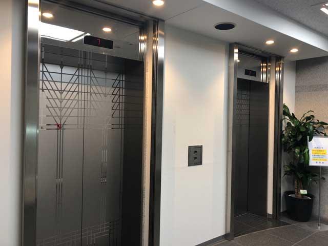 東進名駅ビルのエレベーターホール写真