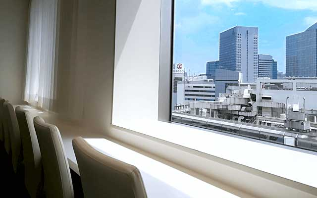 PARTY☆PARTY横浜ラウンジ会場から横浜駅を望む写真