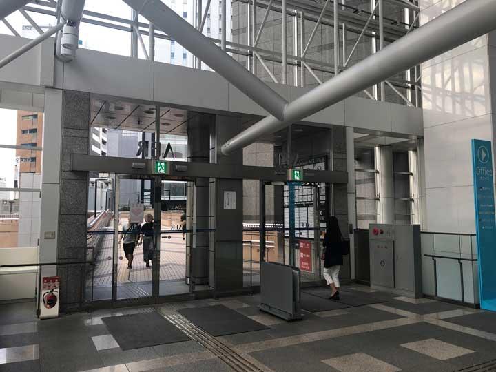 AER(アエル)からソララプラザ方面への出入口写真