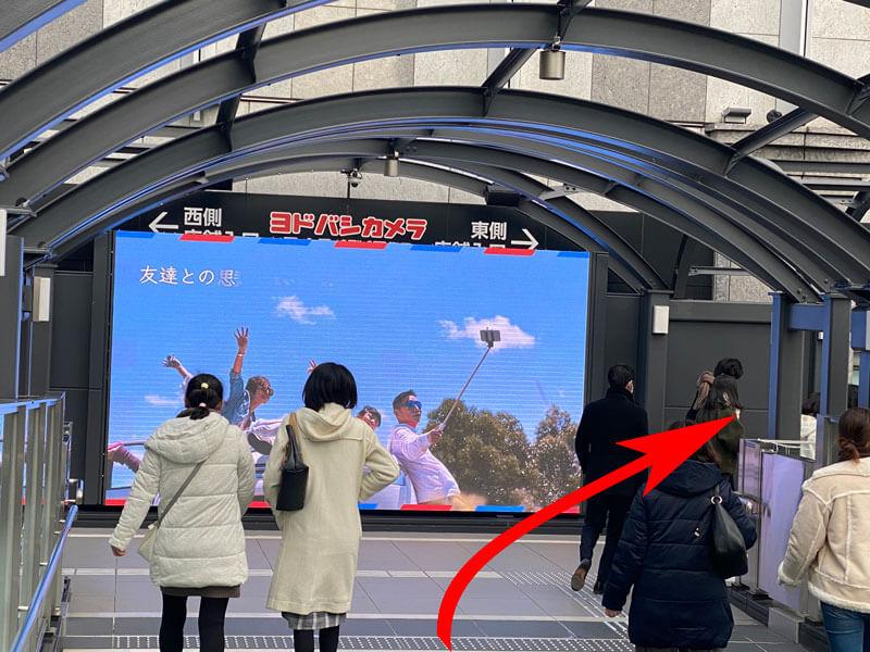大阪駅ヨドバシカメラの西側・東側の分かれ道前の写真