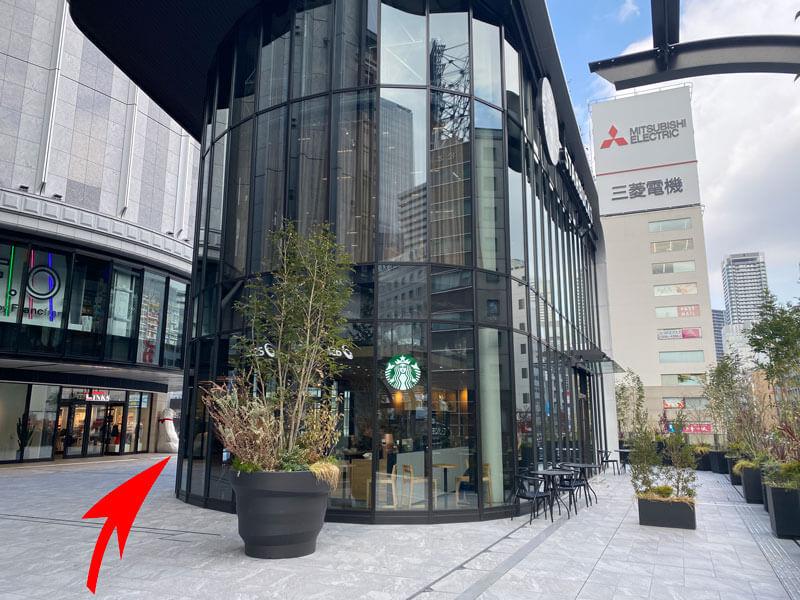 大阪駅ヨドバシカメラの奥にあるスタバの写真